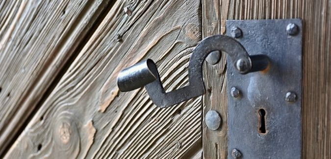 7 SIGNS OF AN AGING FRONT DOOR
